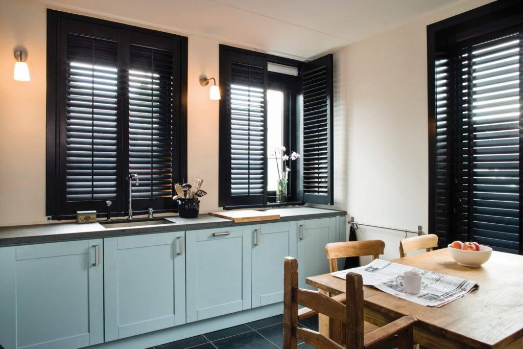 locatie Vijfhuizen large window shutters in kitchen with blue cupboards
